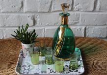 Carafe à Liqueur vert et or et 5 verres assortis