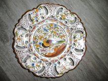 Belle assiette murale ancienne bordure ajourée peinte à la m