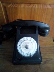 Téléphone à cadran en bakélite