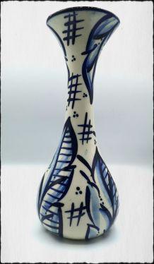 Vase en céramique bleu et blanc