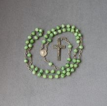 chapelet ancien en perles de verre, médaille et crucifix