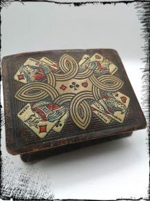 Ancienne boîte pour jeu de cartes
