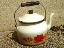 bouilloire  ancienne  en acier   émaillé , vintage