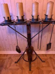 chandelier, bouclier, hache et boulet