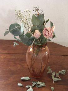 Vase en verre rosé style art déco.