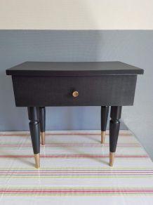 table de chevet vintage remise au goût du jour noire et or