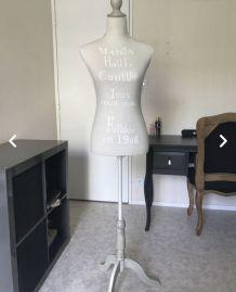 Mannequin bois et tissu