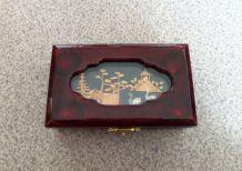 Boîte à bijoux laquée rouge