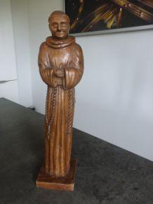 Statue de moine sculpté en bois d'olivier