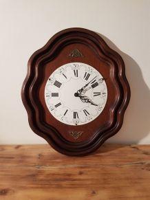 Horloge œil de bœuf en bois , l'horloge fonctionne