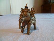 Mignon petit éléphant laiton ajouré Rajasthan