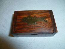 Petite boite en bois incrusté laiton indienne