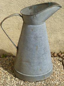 broc  ancien  en  zinc, vintage