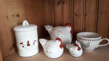 LOT 5 PIECES FAIENCE DECOR POULES BONBONNIERE TASSE 3 POULES