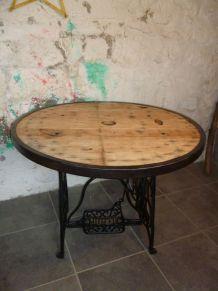 TABLE INDUSTRIELLE - TOURET - MACHINE A COUDRE