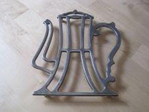 dessous de plat forme de théière en metal vintage