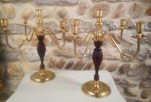 La paire de chandeliers laiton et bois