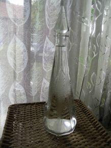 carafe en verre taillé à facettes