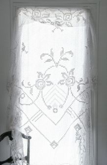 Grand rideau ancien au crochet en coton blanc cassé