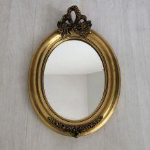 Petit miroir ovale en bois doré