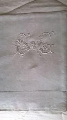 Drap ancien en métis avec initiales SC brodées main