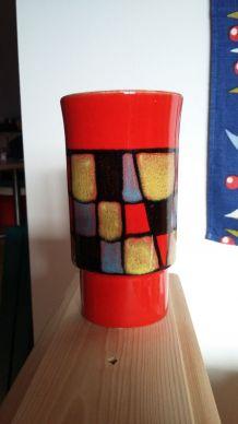 vase rouge, inspiration Mondrian