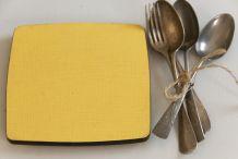 Dessous de plat en formica jaune