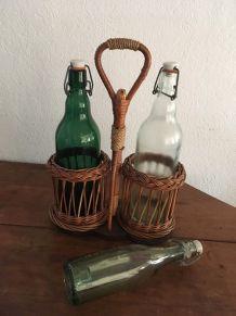 Porte- bouteille en osier, corde et bois.
