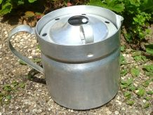 Pot a  lait Aluminium Ancien