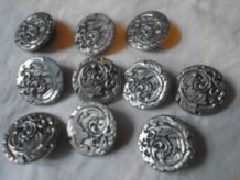 10 gros boutons en métal