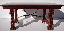 Table basse style renaissance espagnole