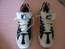 Chaussures Sport New Balance 502, peu portées