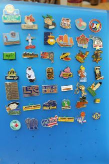 lot de 42 pins divers