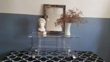 table plexiglas de marque Marais avec roulettes dorées