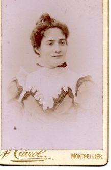 photo ancienne femme au grand col dentelle vers 1900