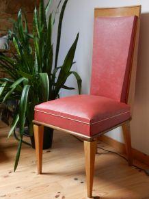 chaise design  années 50 de couleur rouge
