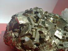 Importante pyrite avec cristaux de quartz