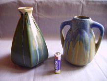 Lot de deux (2) petits vases anciens en grès flammés signés