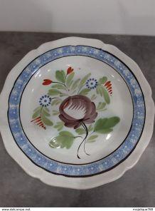 Ancien plat forges-les-Eaux cul noir - marli décoré à l'épon