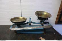 Ancienne petite balance de cuisine bleu-