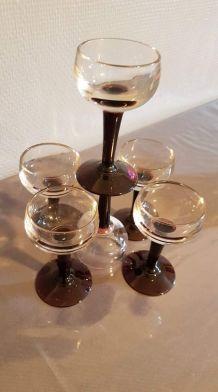 6 verres à liqueur anciens avec pieds violets