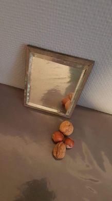 petit miroir ancien  verre biseauté cadre métal doré