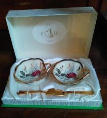 Coffret de salières en porcelaine avec petites cuillères dor