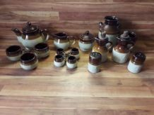 Lot de 16 pièces en terre cuite émaillée
