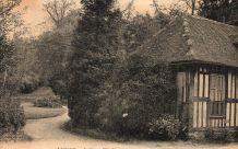 carte postale n et b jardin de l'Etoile à Lisieux 1930