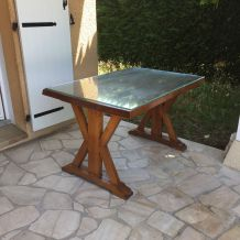 Jolie table en bois massif