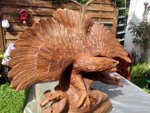 Sculpture en bois faite a la main  représentant un aigle