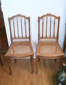 Chaises anciennes en cannage et bois vintage