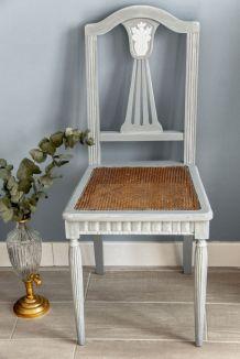 Chaise ancienne à lyre et assise cannage relookée