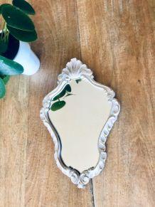 Miroir ancien en bois avec patine dorée et blanche